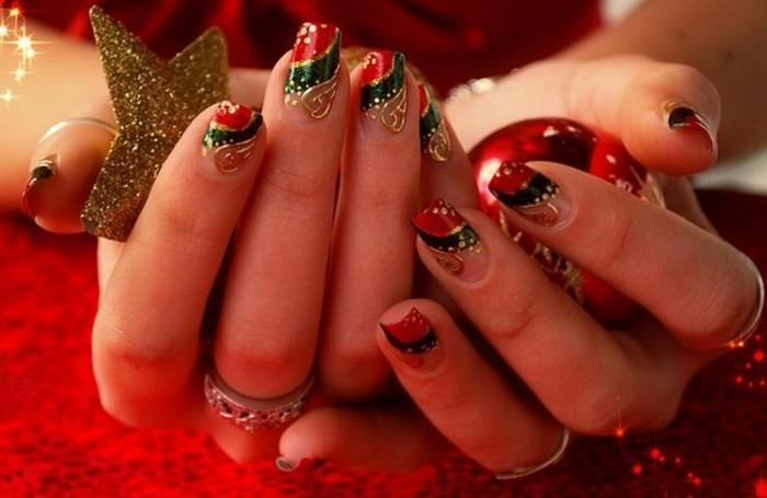 Weihnachtliches-nageldesign-gold-rot-und-rot