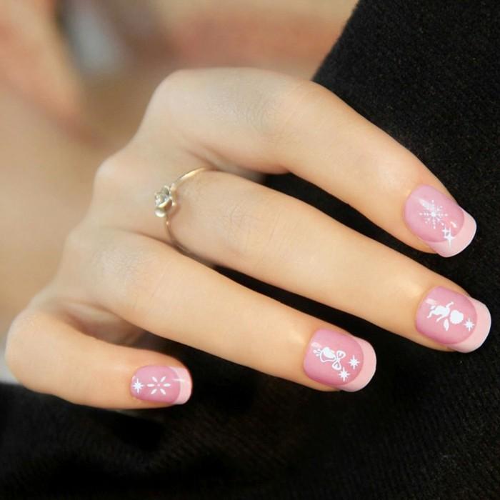 Weihnachtliches-nageldesign-rosa-französisch-