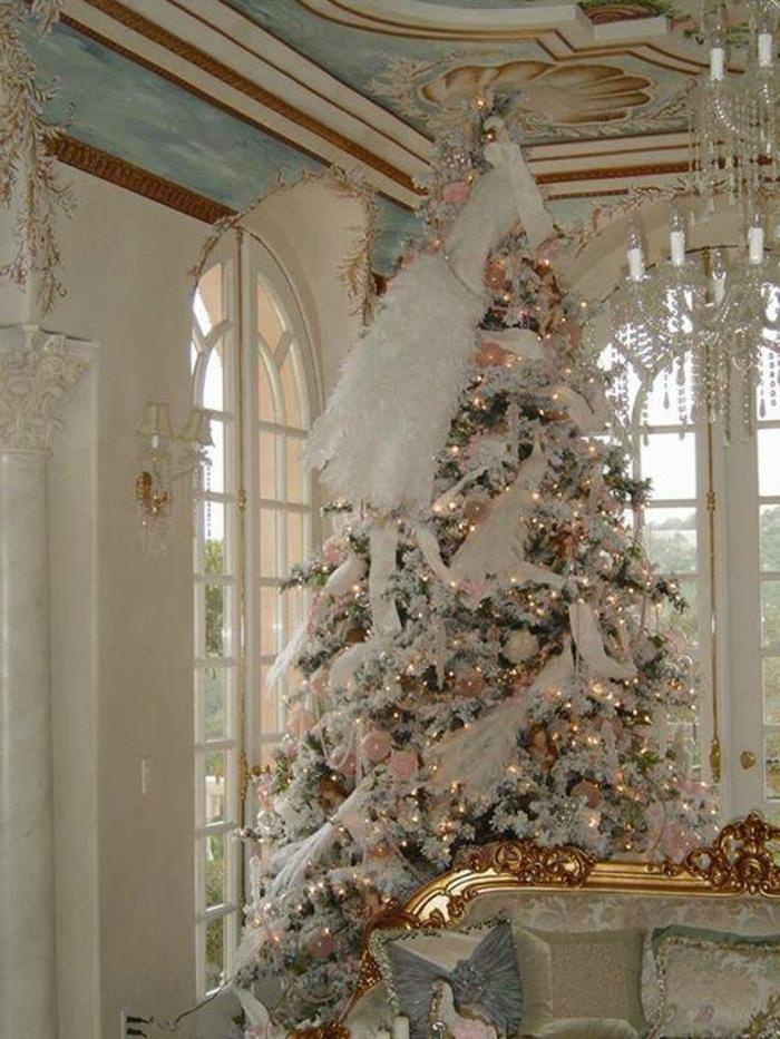 Weihnachtsbaum-schmücken-in-weiss