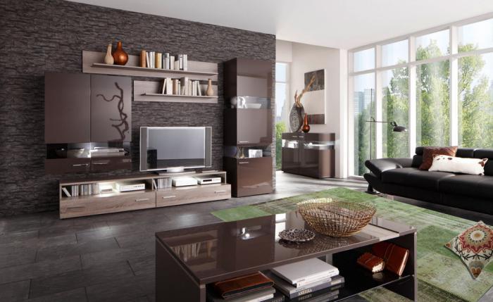 Wohnzimmer-braune-Gestaltung-feine-Möbel-schöner-teppich-grün