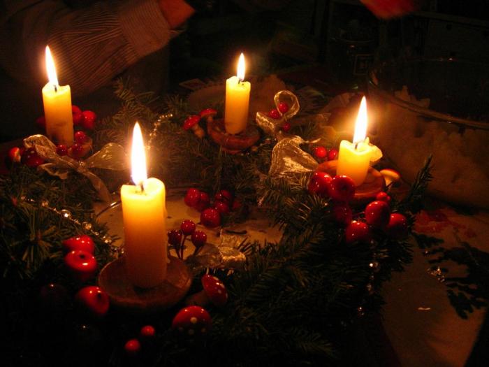 advenstkranz-dekorieren-gemütliches-licht