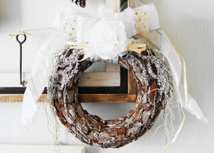 adventskranz-aus-holz-weiße-schöne-schleife