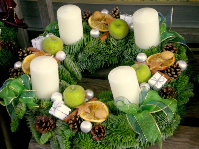 adventskranz-ideen-grün-und-weiß-kombinieren