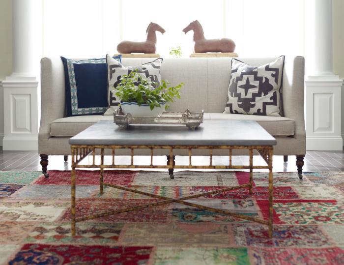 aristokratisches-Wohnzimmer-Interieur-bunter-retro-teppich-Patchwork-Teppich