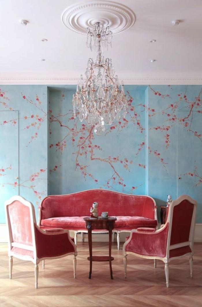 ausgefallene-tapeten-im-Esszimmer-romantisches-Blüten-Muster