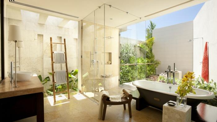 bad-modern-ausstatten-weiße-wände-beige-ausstattung
