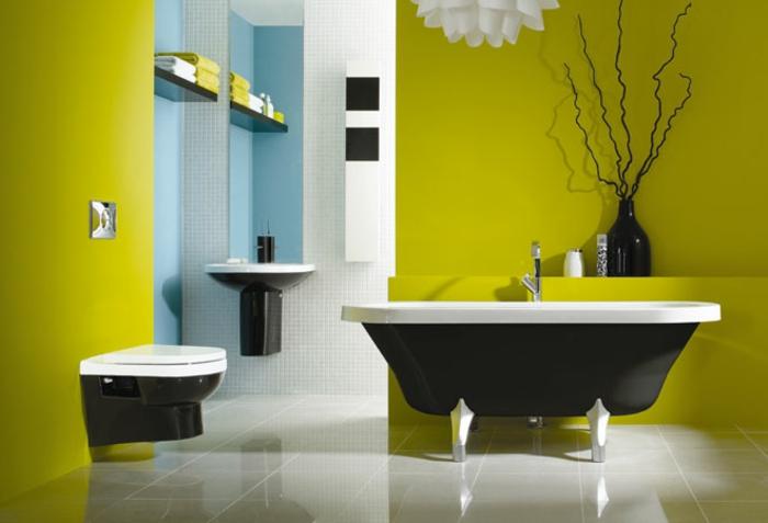 badezimmer-dekorieren-freistehende-badewanne-grüne-wand