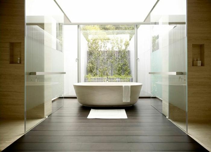 badezimmer-gestalten-eine-badewanne-in-der-mitte