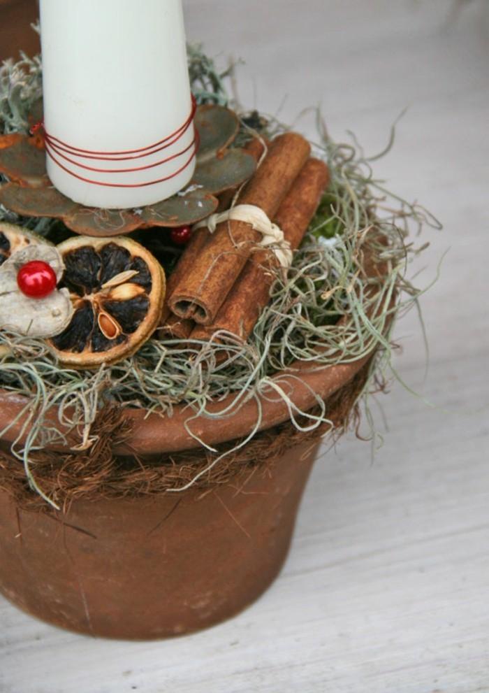 bastelideen-zum-weihnachten-kerze-im-topf-mit-weihnachtsdekos