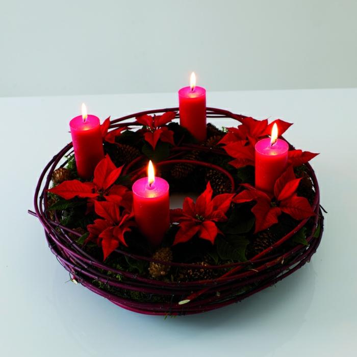 basteltipps-weihnachten-kleiner-adventskranz-rote-kerzen