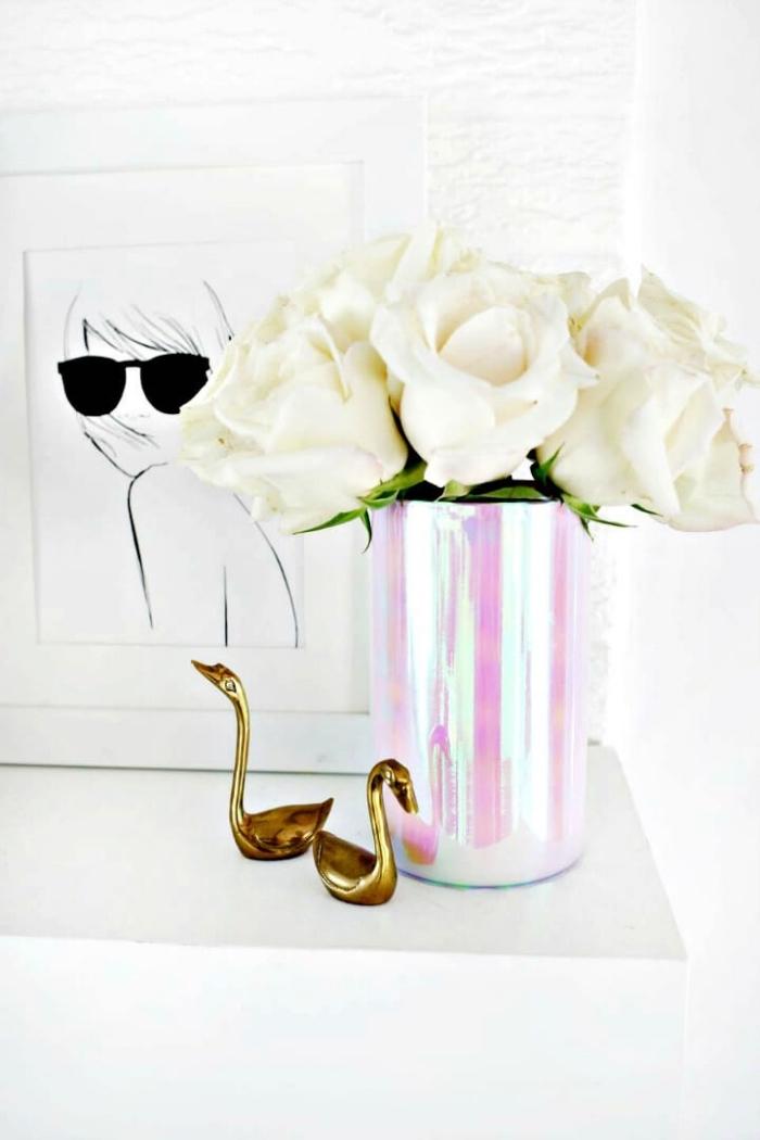 blumen tischdeko, kleine goldene figuren, halagyne vase selber machen, weiße rosen