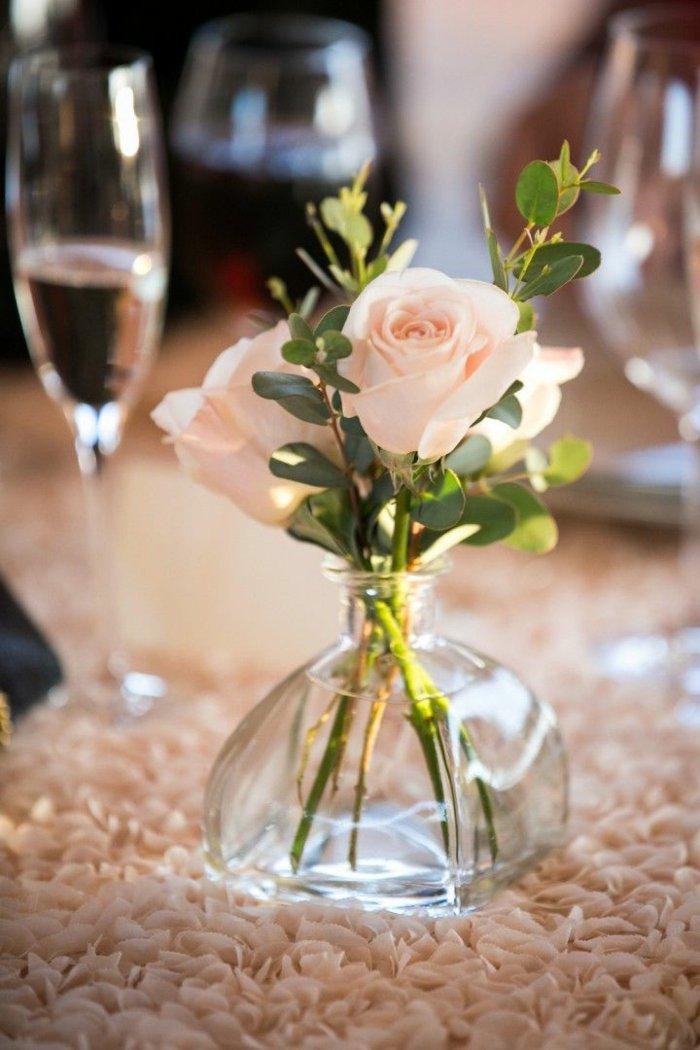 blumenvase-schöne-Rosen-herrliche-Glasvasen-Deko