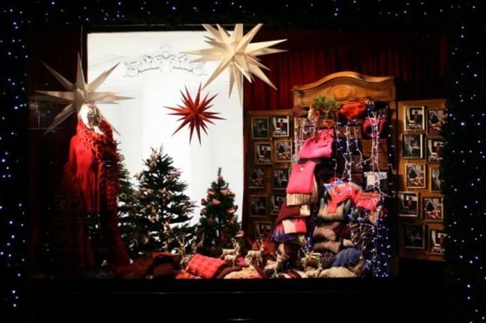 deko-fenster-zum-weihnachten-sehr-schöne-gestaltung-viele-rote-elemente