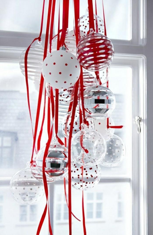 deko-fenster-zum-weihnachten-tolle-hängende-elemente-in-weiß-und-rot