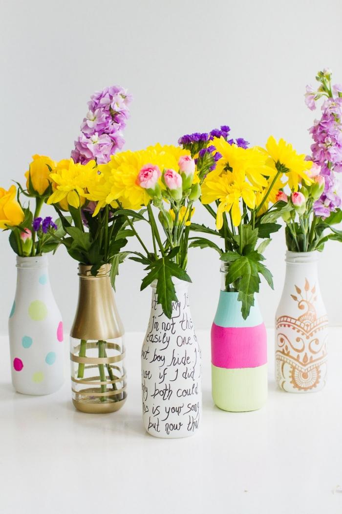 deko selber machen, selbstgemachte vasen in verschiedenen designs, deko tisch