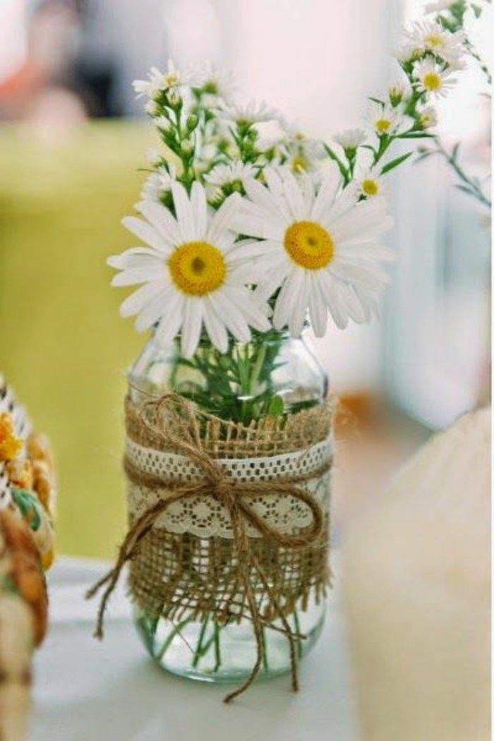deko-vase-Einmachglas-mit-Gänseblümchen