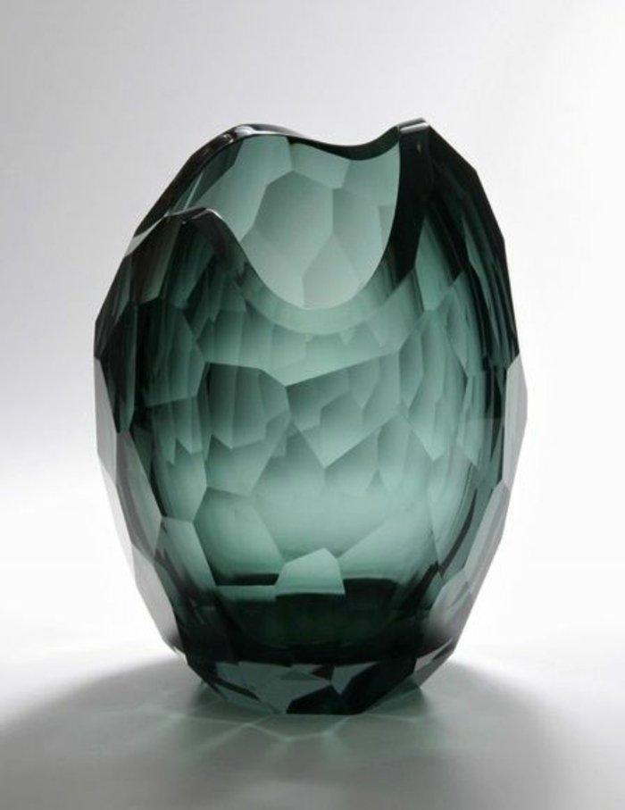 deko-vase-aus-Glas-einmaliges-Design-grüne-Farbe