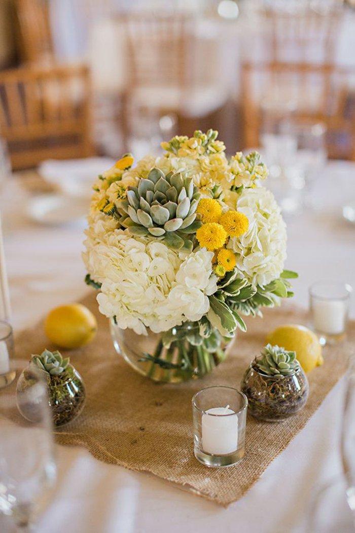 deko-vase-mit-Hortensien-schöne-Tischdekoration