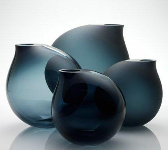 deko-vasen-groß-blumenvasen-glas-feines-Design-dunkle-Nuancen