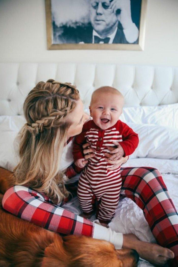 einteiliger-schlafanzug-jungen-schlafanzug-weiß-rote-Streifen
