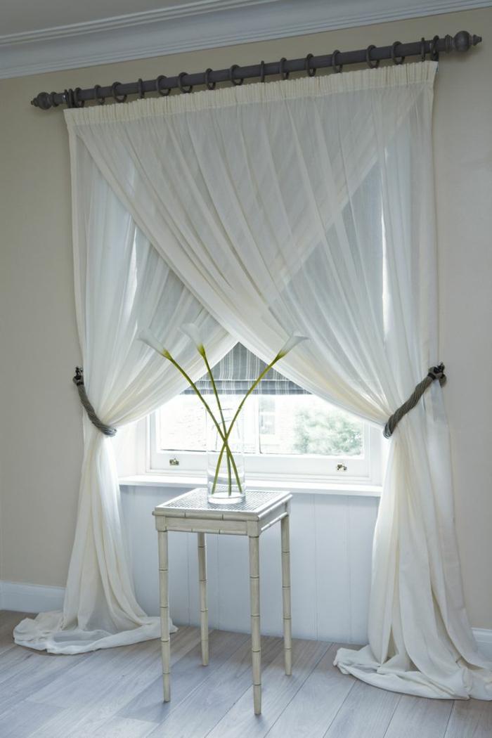 elegante-Gardinen-Ideen-weiße-durchsichtige-Materie