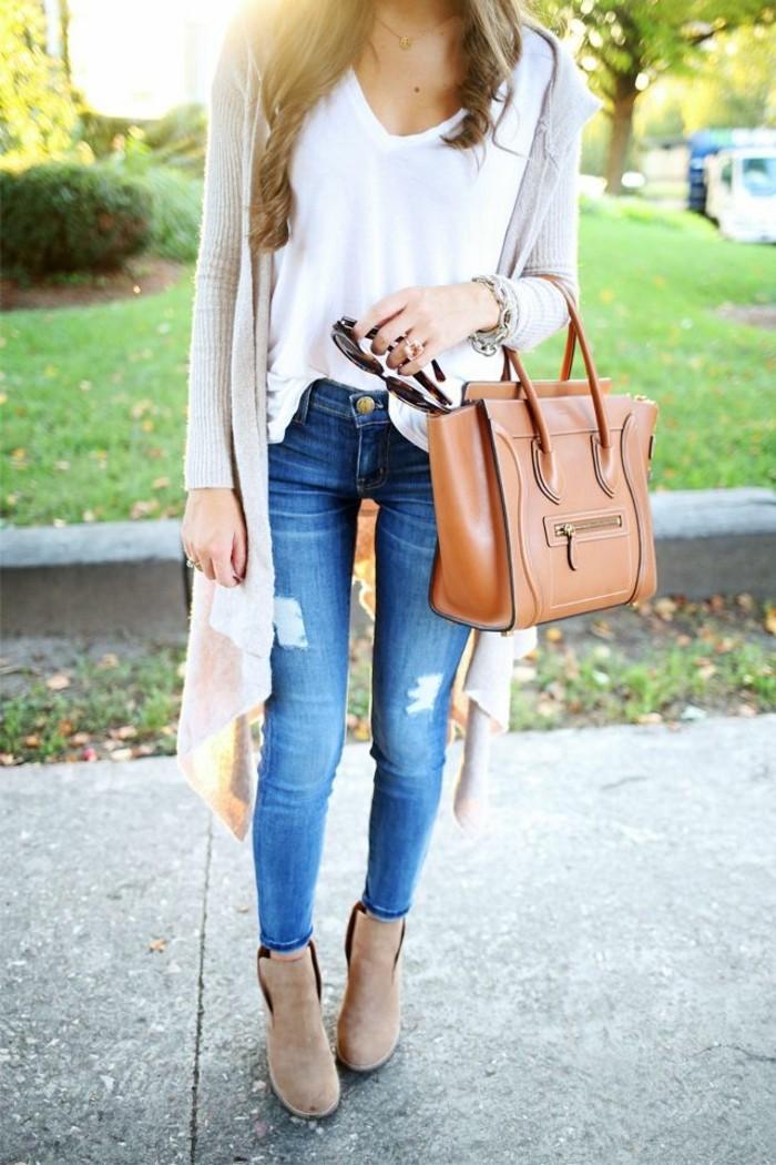 elegante-Vision-Jeans-weißer-Top-strickjacke-beige