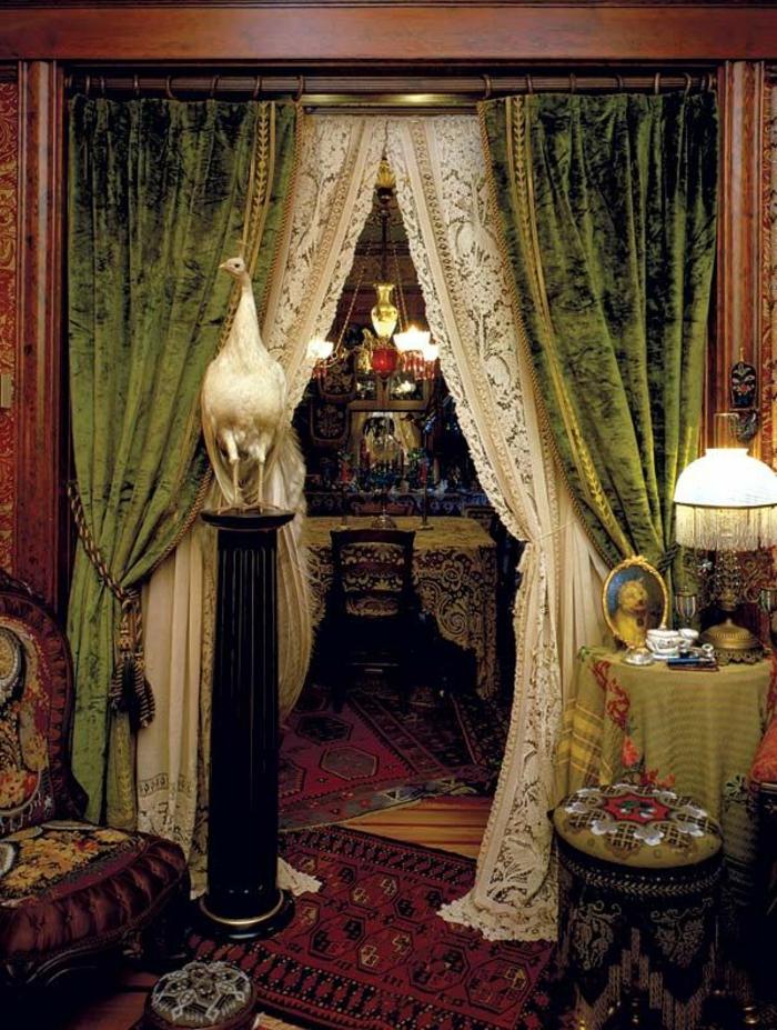 elegante-grüne-gardinen-wohnzimmer-indischer-Stil