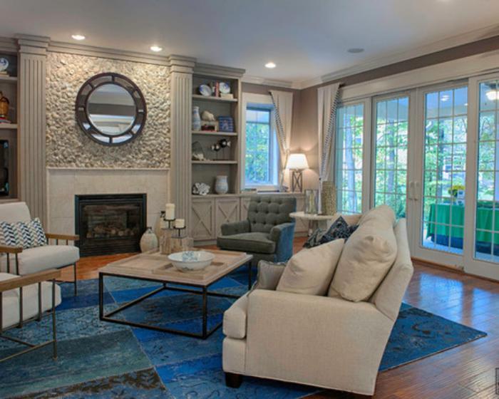 elegantes-Wohnzimmer-Design-Kamin-Patchwork-Teppich