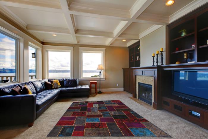 elegantes-Wohnzimmer-Interieur-fantastischer-Patchwork-Teppich