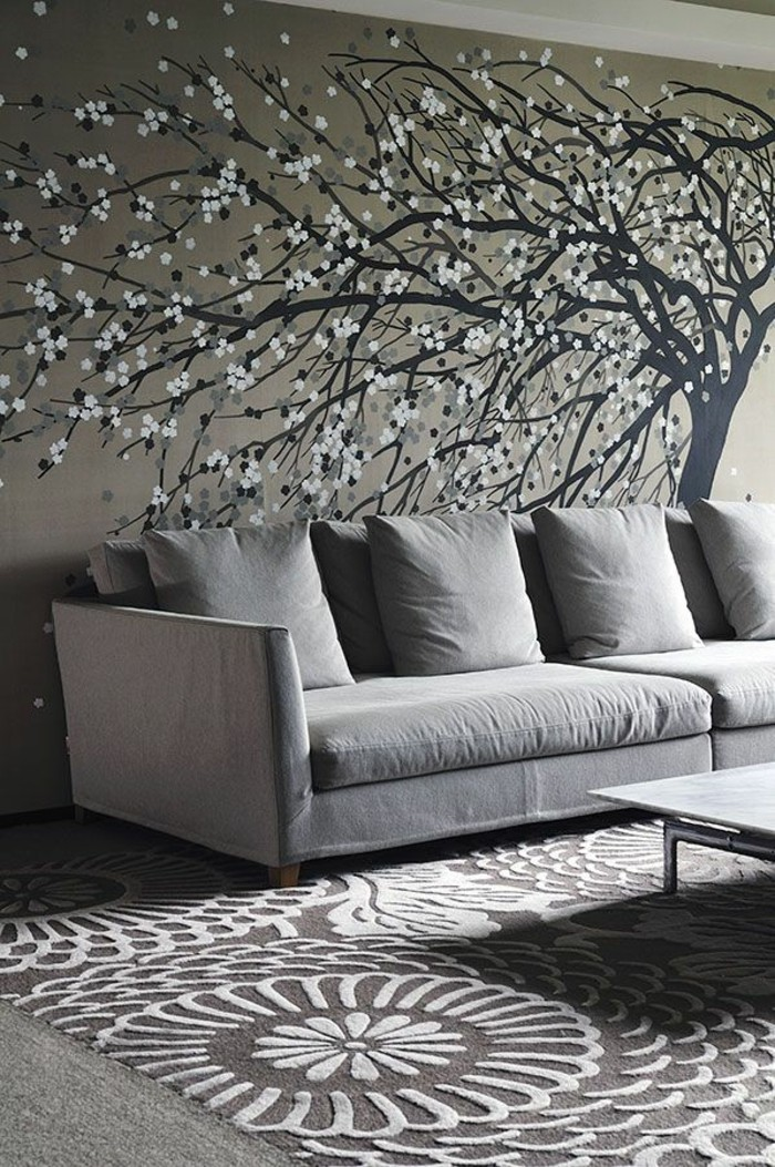elegantes-Wohnzimmer-Interieur-graue-Nuancen-interessantes-Teppich-Muster-coole-Wandgestaltung-schöne-tapeten