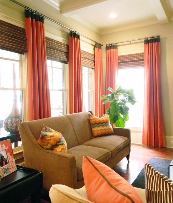 elegantes-Wohnzimmer-Interieur-moderne-gardinen-für-wohnzimmer-orange-Farbe