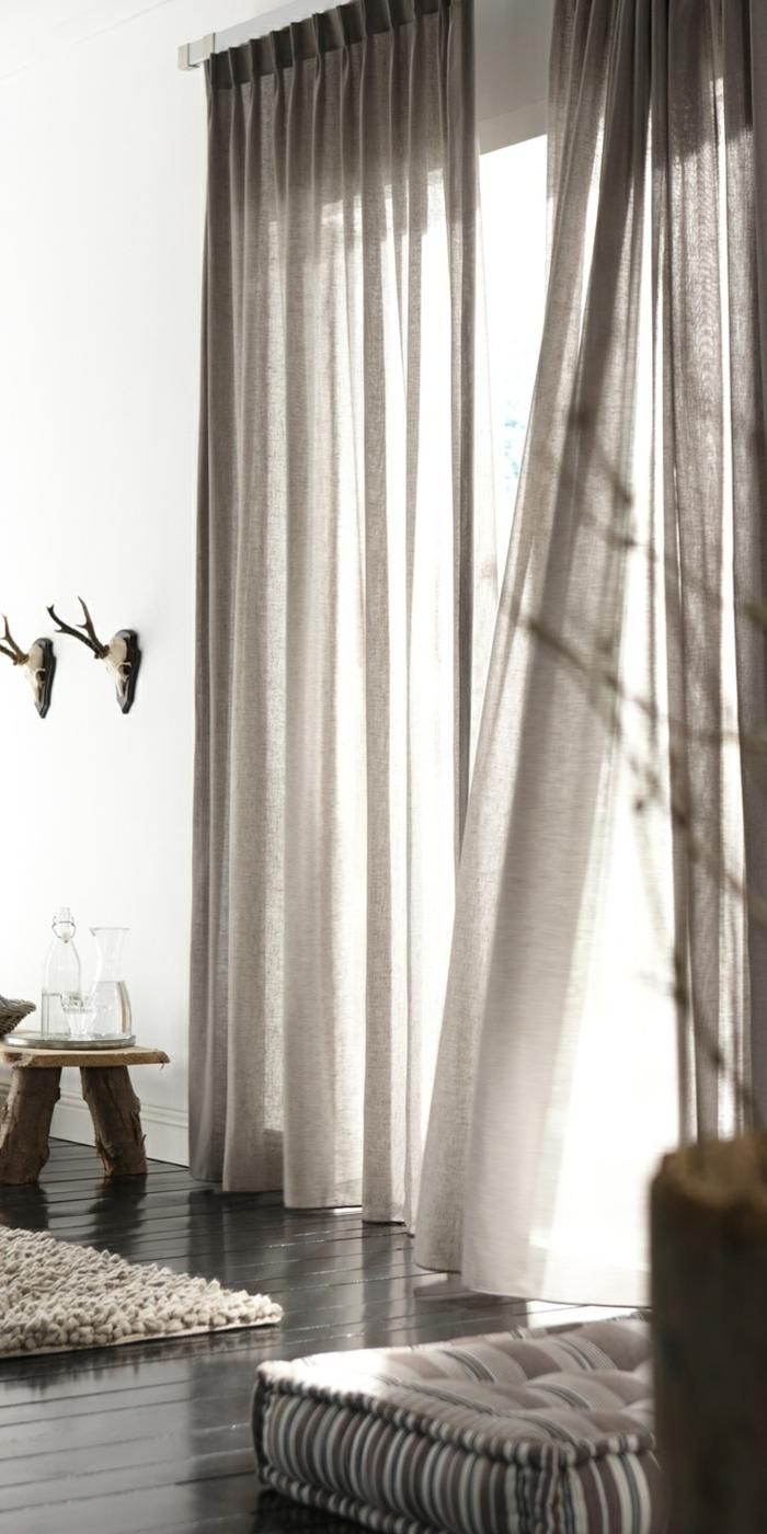 elegantes-Wohnzimmer-Interieur-rustikale-Elemente-moderne-gardinen-für-wohnzimmer