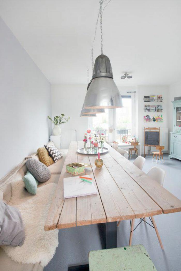 esstisch-deko-blumen-tischdeko-gemütliche-Tischdekoration-Ideen