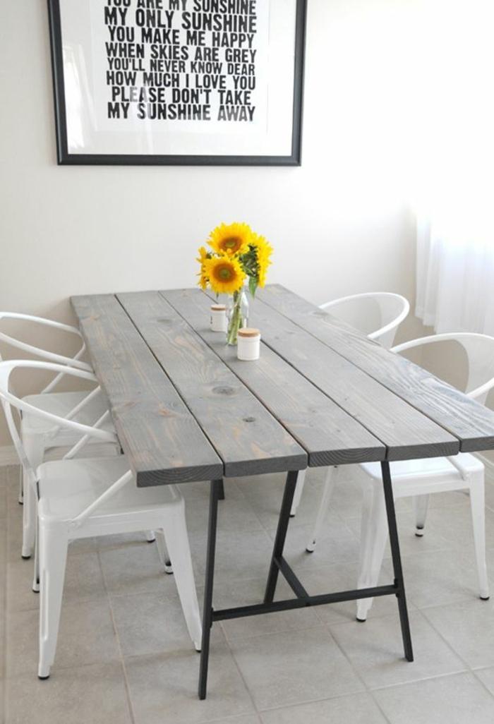 esstisch-deko-tischdeko-blumen-Sonnenblumen-gemütlich-kreativ-tischdeko-sommer
