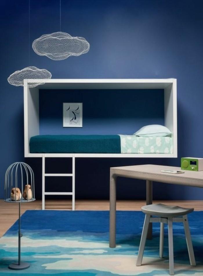 farbige-Wände-moderne-wandfarben-blau-im-Kinderzimmer