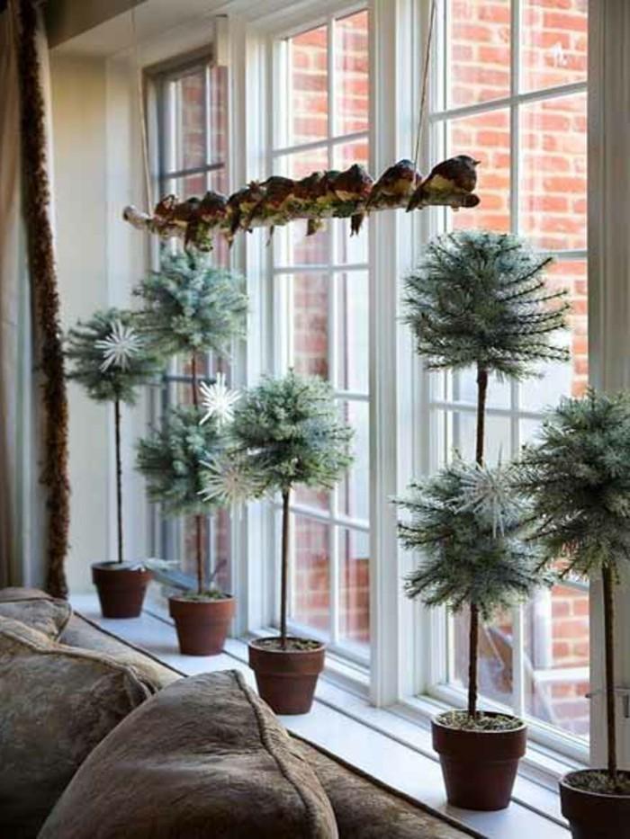 fenster-dekorationen-zum-weihnachten-wunderschöne-topfpflanzen