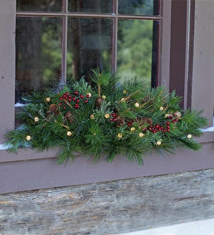 fensterdeko-weihnachten-viele-grüne-pflanzen-schönes-aussehen