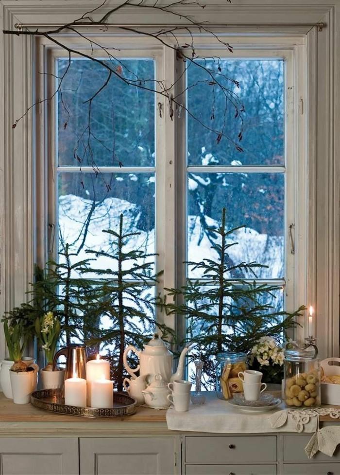fensterdeko-weihnachten-wunderschöne-kerzen-und-tannenzweige