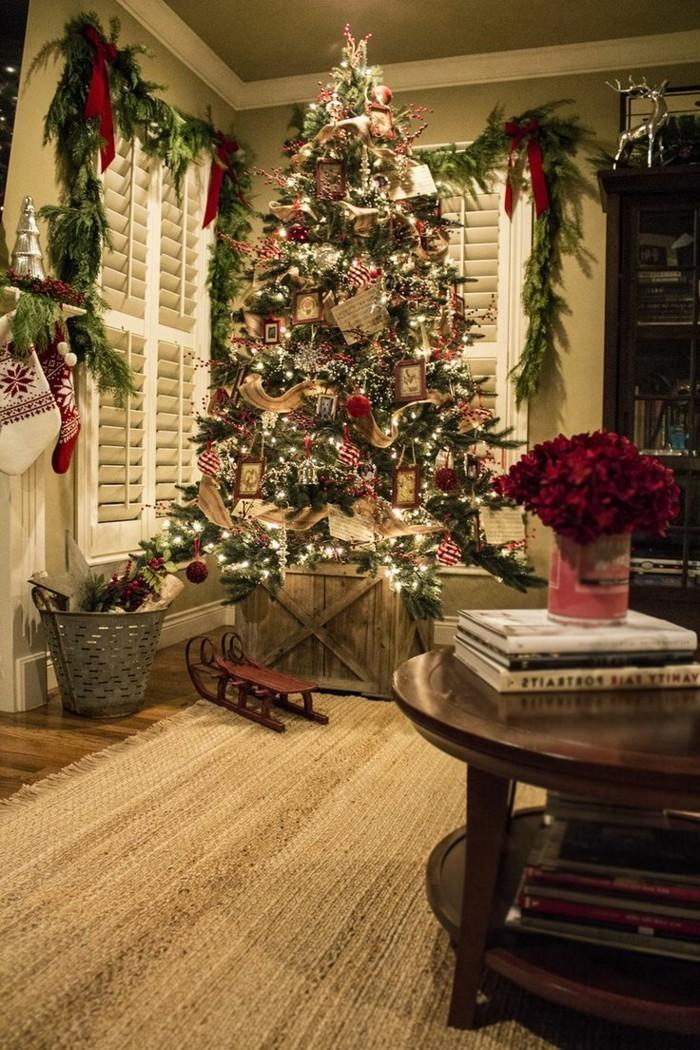 fensterdeko-zu-weihnachten-großartiger-weihnachtsbaum