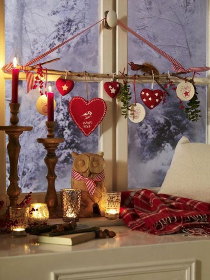 fensterdeko-zu-weihnachten-weiß-und-rot-zusammenbringen