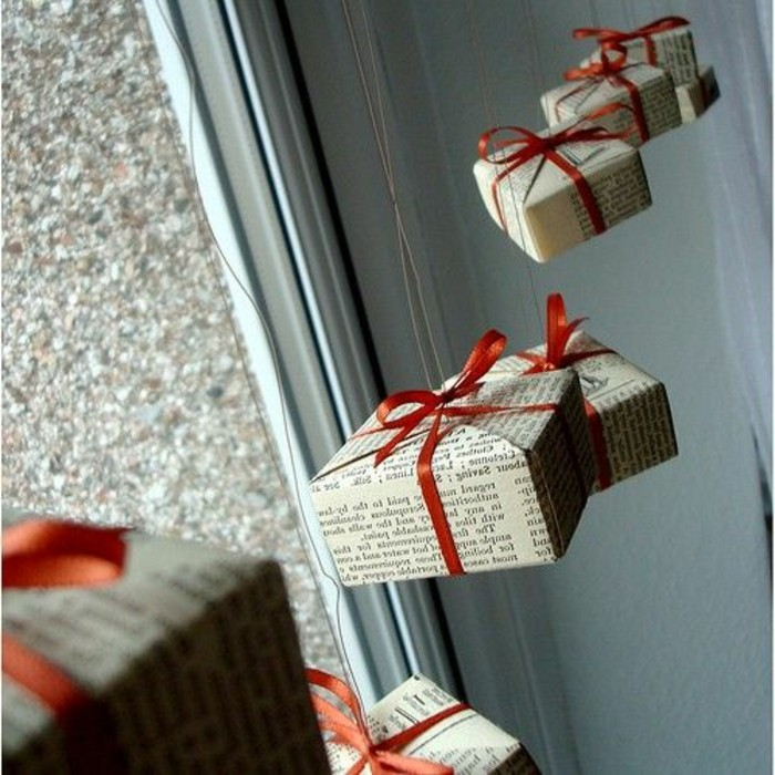 fensterdeko-zu-weihnachten-wunderschöne-hängende-geschenke