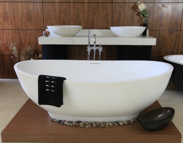freistehende-badewanne-oval-dekorative-Steine