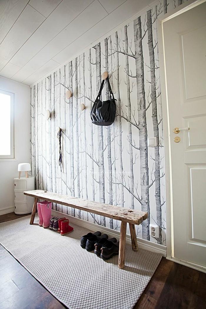 gemütliche-Wohnung-rustikale-Bank-schwarz-weiße-tapete-Birken-Zeichnung