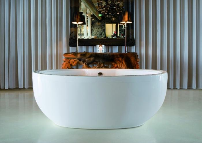 gemütliches-Badezimmer-ovale-Badewanne-Dekoration