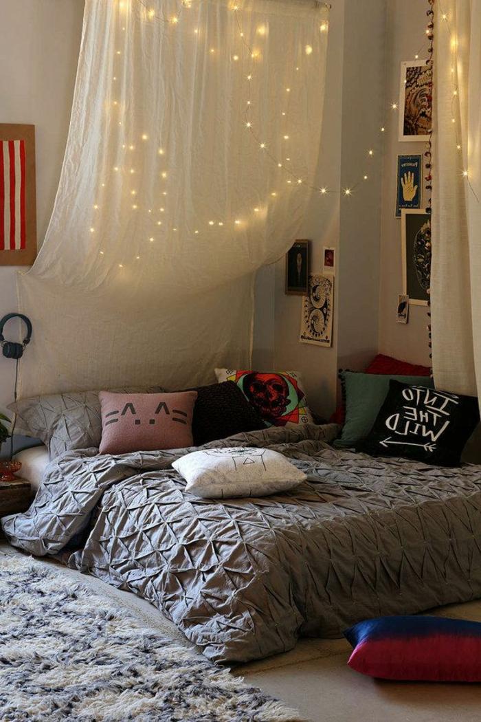 gemütliches-Boho-Schlafzimmer-schöne-Gardinen-Ideen-Leuchten