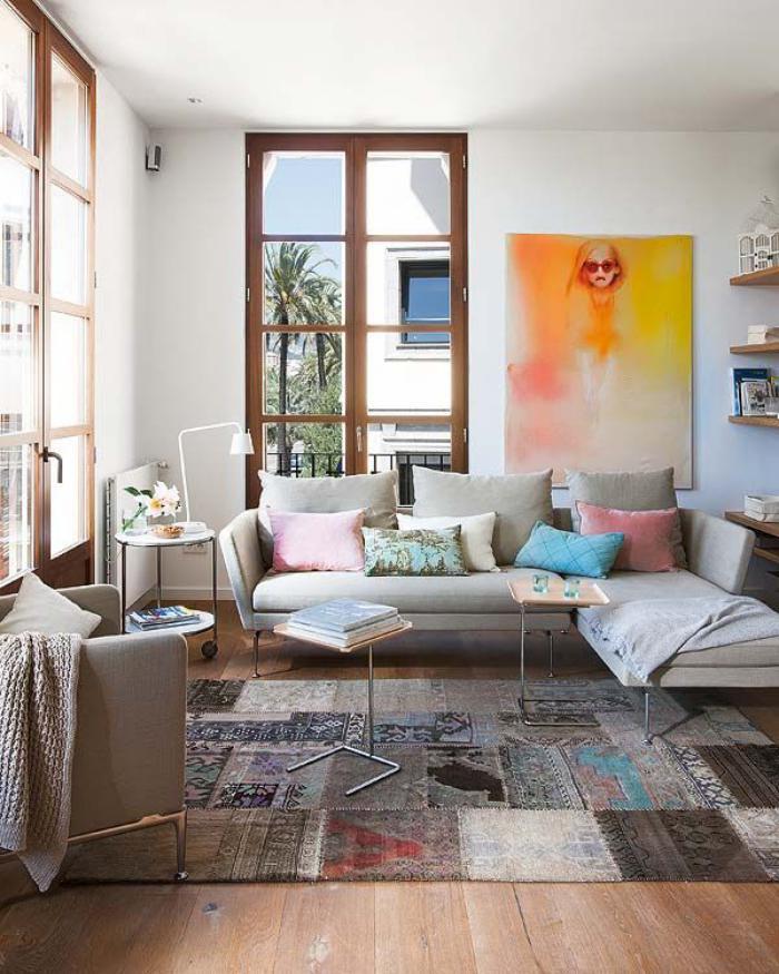 gemütliches-Wohnzimmer-attraktives-Wandbild-vintage-teppich