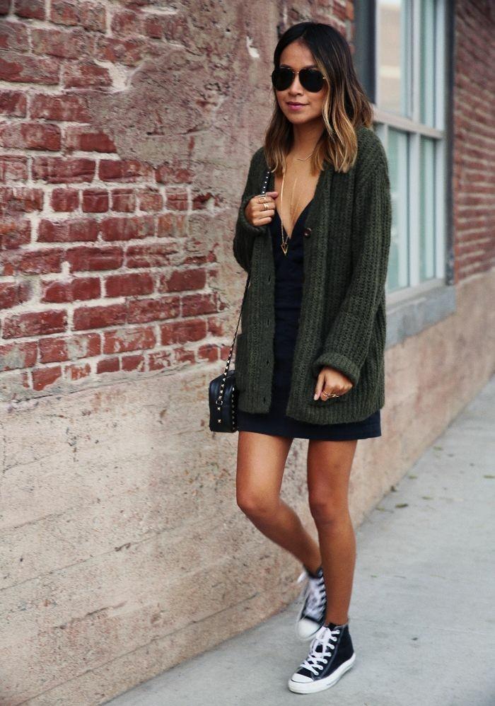 grüner-strick-cardigan-sportliche-Schuhe