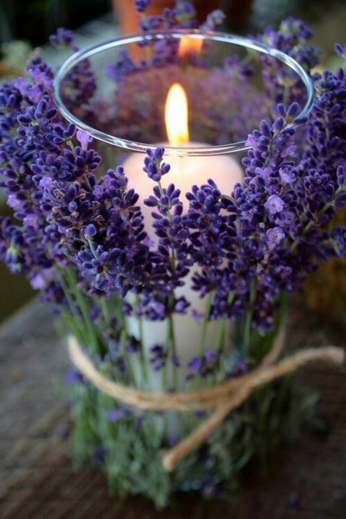 hochzeitsdeko-selber-machen-Lavendel-Dekoration-Kerzen-frühlings-tischdeko