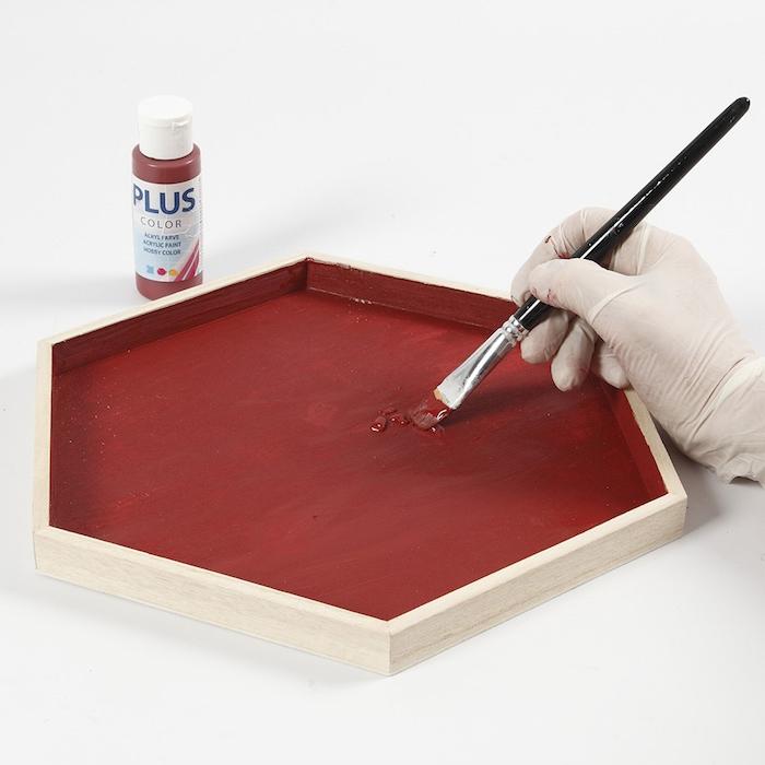Ständer aus Holz rot bemalen, Adventskranz mal anders selber machen mit Anleitung