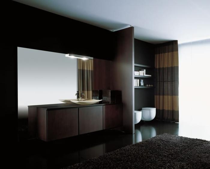 interessante-gestaltung-modernes-bad-großer-spiegel